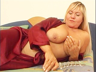 obese mommy masturbates with sex-toy