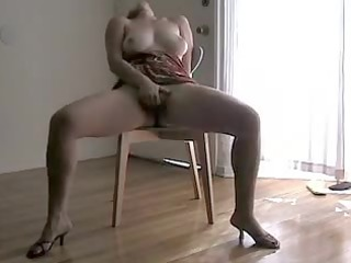 hawt clip of a curvy chick squirting