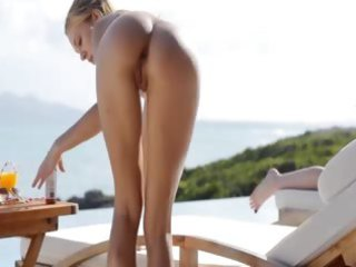 jaw-dropping booty and outdoor wet crack rubbing