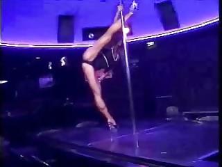 luna - pumped up and supple dancer