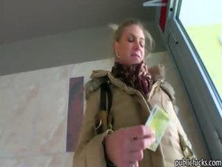 large mangos dilettante blond receives her vagina