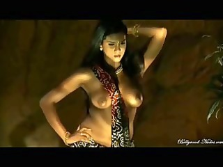 india hottie sheds three-some light on her body
