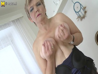 hawt old granny playing with her old soaked crack