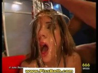 urinate drinking hottie receives goldenshower in