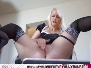 dilettante blond hexe masturbiert - smutty talk
