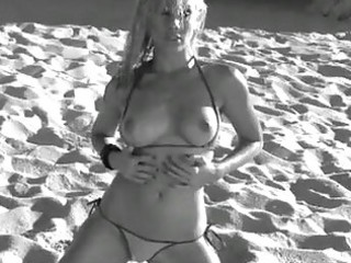 beautiful vega vixen undresses and positions her