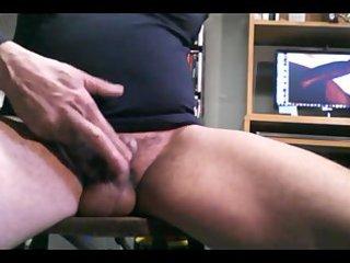 rubbing my sissy clitty