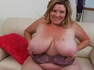 bulky pale blond momma sticks massive sex toy up
