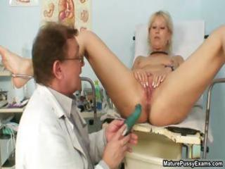 smutty aged mommy showing her trickling part9